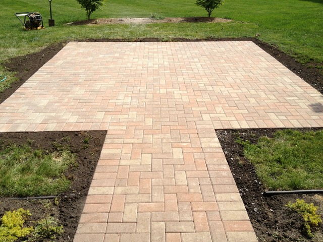 laying a brick patio